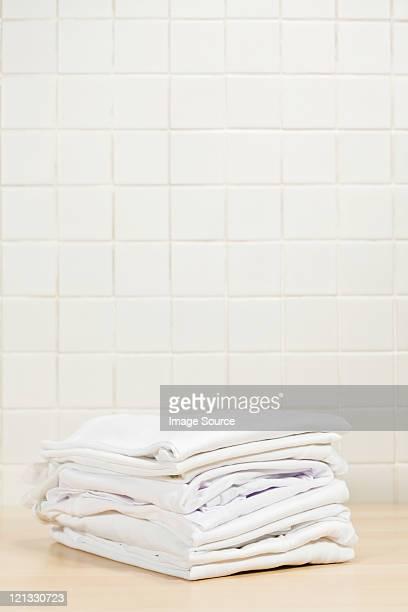 De nombreux blancs immaculés et de blanchisserie