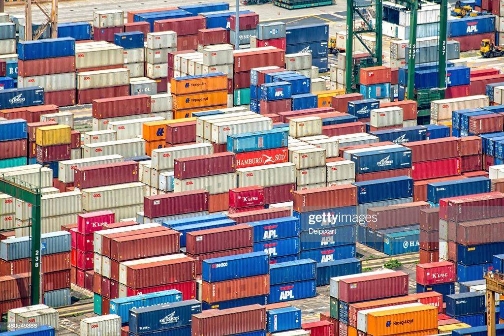 Pilhas de contentores no porto de Singapura : Foto de stock