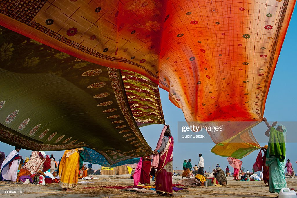 Pilgrims drying their cloths
