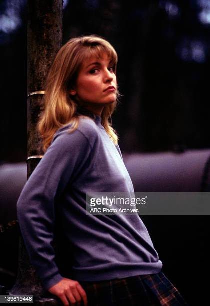 PEAKS Pilot 'Northwest Passage' Airdate April 8 1990 SHERYL LEE