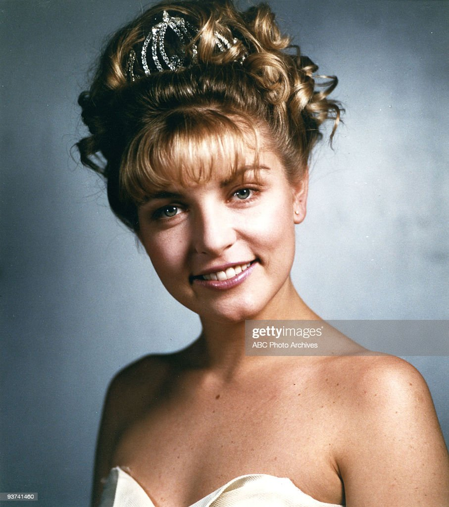 PEAKS - Pilot - Season One - 3/22/1990, Homecoming queen Laura Palmer (Sheryl Lee, pictured) is found dead, washed up on a riverbank wrapped in plastic sheeting. FBI Special Agent Dale Cooper is called in to work with local Sheriff Harry S.Truman in the investigation of the gruesome murder in the small Northwestern town of Twin Peaks. ,