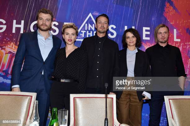 Pilou Asbaek Scarlett Johansson Rupert Sanders Juliette Binoche and Michael Pitt attend the official press conference for the Paris Premiere of the...