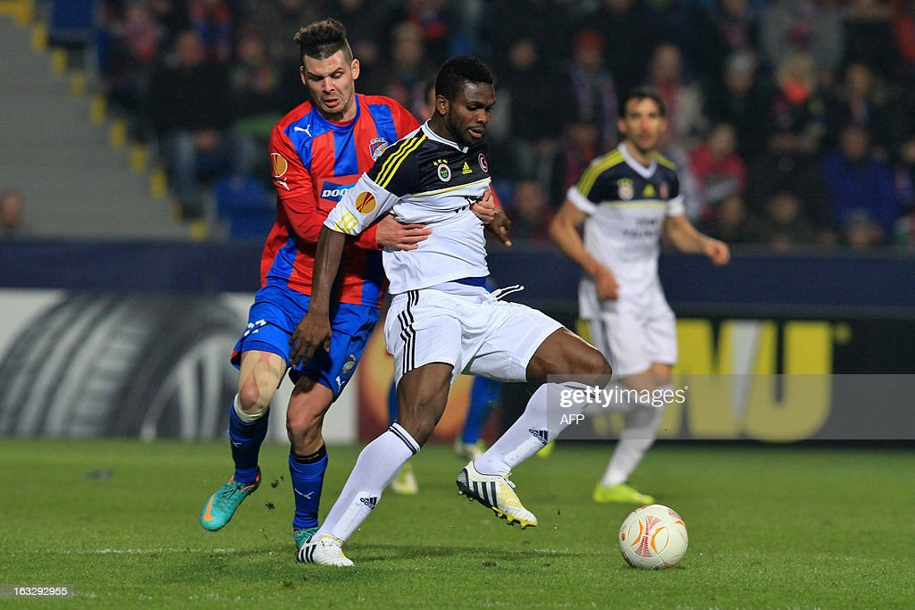 Pilzen´s forward Michal Duris (L) fights for the ball with Fenerbahce's forward Joseph Yobo ( R) during the UEFA Europa League Round of 16 first leg football match FC Viktoria Plzen vs Fenerbahce SK in Plzen, Czech Republic, on March 7, 2013.