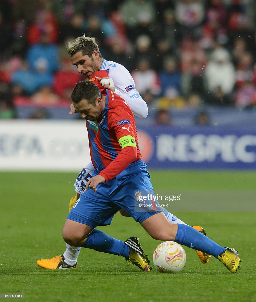 Pilzen's midfielder Pavel Horvath (L) vies for the ball with Napoli's Swiss midfielder Valon Behrami during the UEFA Europa League Round of 32 football match FC Viktoria Plzen vs SSC Napoli in Plzen, Czech Republic on February 21, 2013.