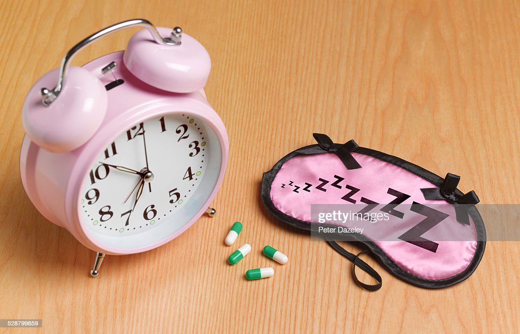 Pink alarm mask and sleeping pills : Foto stock