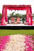 Pink and white flowers at Hindi wedding