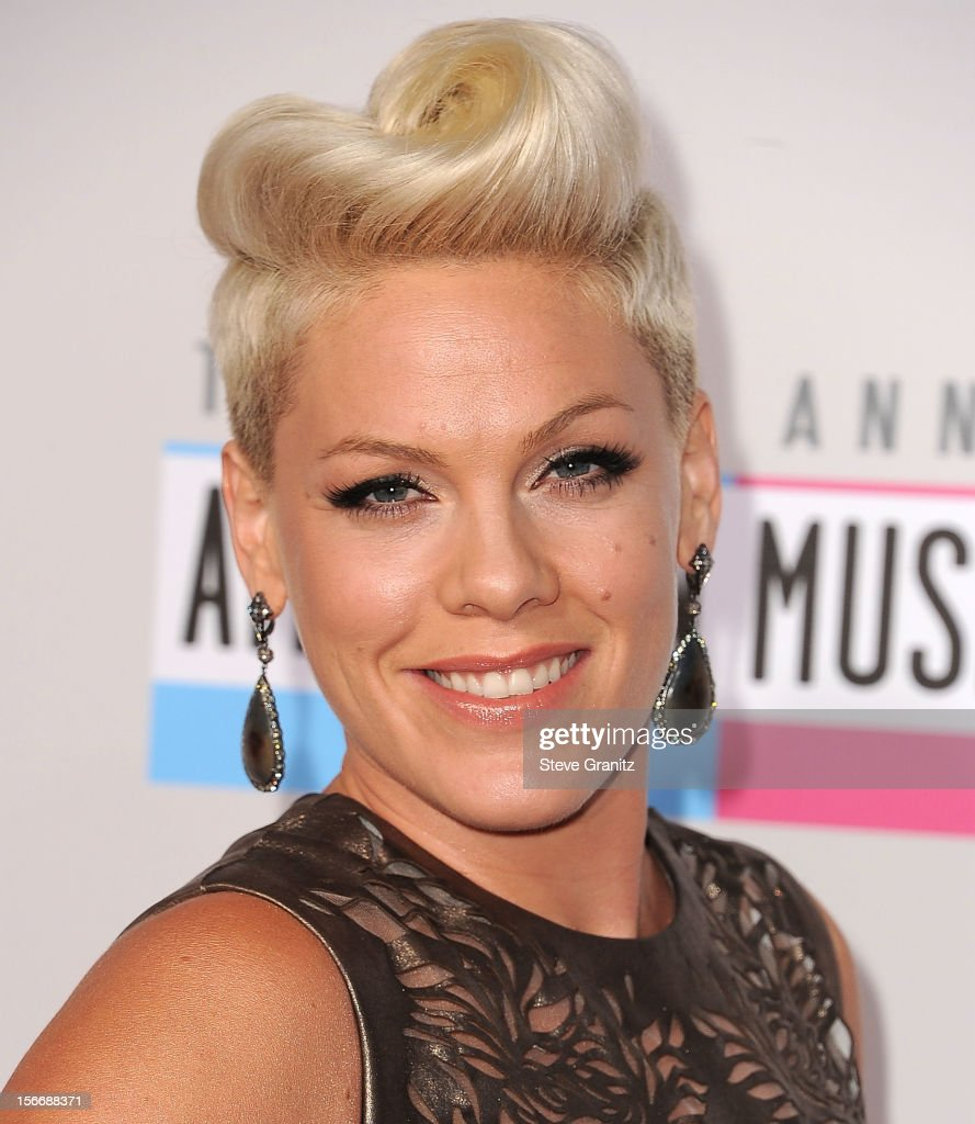 Pink arrives at the 40th Anniversary American Music Awards at Nokia Theatre L.A. Live on November 18, 2012 in Los Angeles, California.