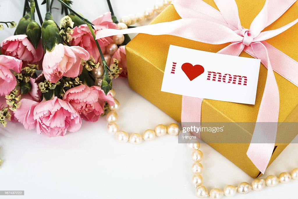 Cravos e Rosa Dia da Mãe oferta, cartões de saudações. : Foto de stock