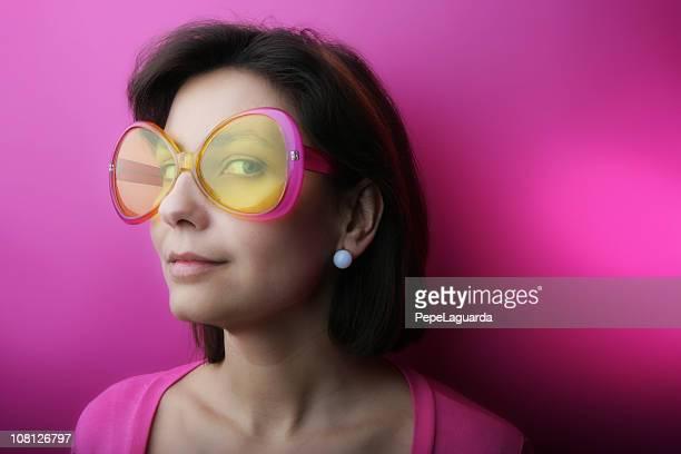 Rosa occhiali da sole di moda