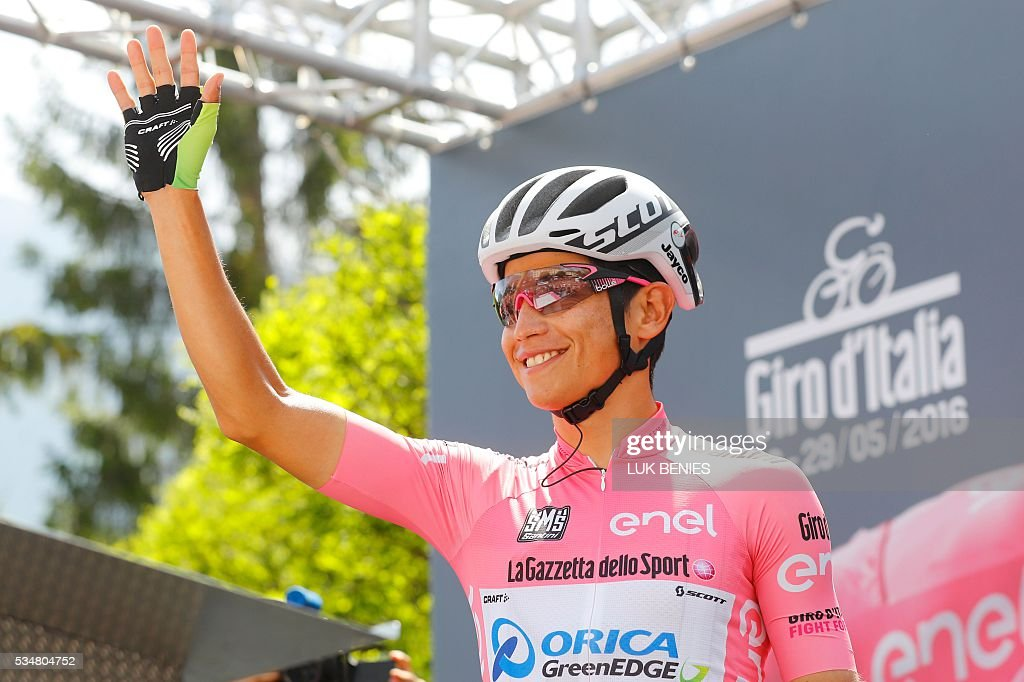 Pink jersey Colombia's Esteban Chaves of team Orica GreenEdge waves before the start of the 20th stage of the 99th Giro d'Italia, Tour of Italy, from Guillestre to Sant'Anna di Viniado on May 28, 2016. / AFP / Luk BENIES
