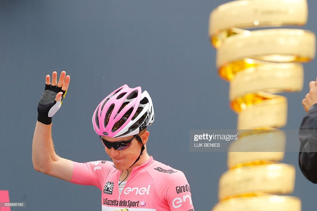 Pink jersey, Dutch Steven Kruijswijk of team Lotto NL arrives to take the start of the 16th stage of the 99th Giro d'Italia, Tour of Italy, from Bressanone / Brixen to Andalo on May 24, 2016. / AFP / VINCENZO