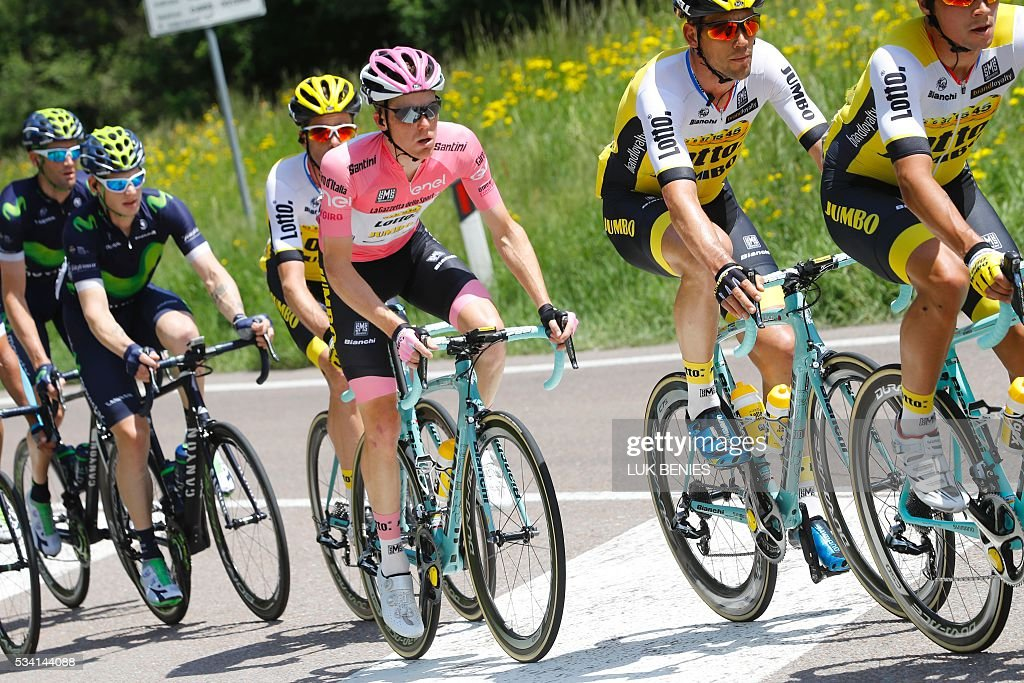 Pink jersey Dutch Steven Kruijswijk (C) of team Lotto NL rides during the 17th stage of the 99th Giro d'Italia, Tour of Italy, from Molveno to Cassano d'Adda on May 25, 2016. / AFP / VINCENZO