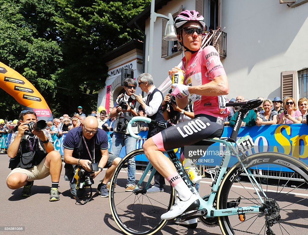 Pink jersey Dutch Steven Kruijswijk (Lotto NL) waits to take the start of the 18th stage of the 99th Giro d'Italia, Tour of Italy, from Muggio to Pinerolo on May 26, 2016. / AFP / Luk BENIES