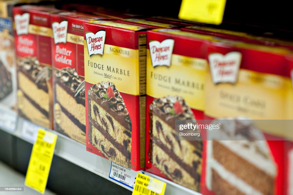 Pinnacle Foods Duncan Hines brand cake mix sits on display for sale at a supermarket in Princeton, Illinois, U.S., on Tuesday, March 26, 2013. Pinnacle Foods Inc., the maker of Birds Eye frozen vegetables and Hungry-Man dinners owned by Blackstone Group LP, plans to raise as much as $580 million in an initial public offering that would value the company at about 2.1 billion. Photographer: Daniel Acker/Bloomberg via Getty Images