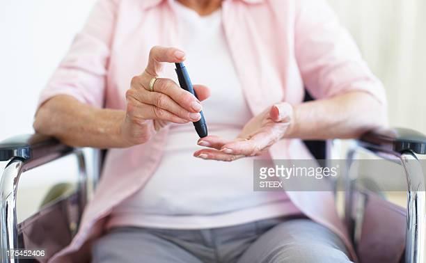 Contactos de punción con el dedo Diabetes/Senior-Salud