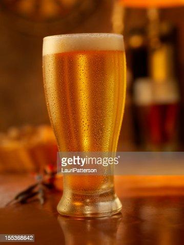 Cuisine de pub photos et images de collection getty images - Pinte de biere en ml ...