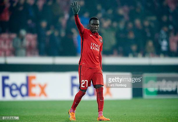 Pione Sisto of FC Midtjylland applaus the fans after the UEFA Europa League match between FC Midtjylland and Manchester United at MCH Arena on...