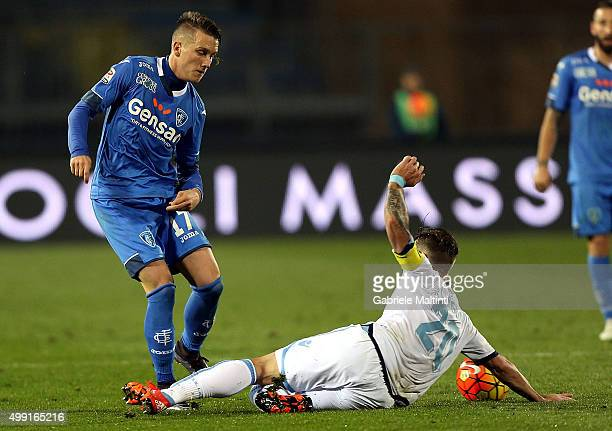 Piotr Zielinski of Empoli FC battles for the ball with Lucas Biglia of SS Lazio during the Serie A match between Empoli FC and SS Lazio at Stadio...