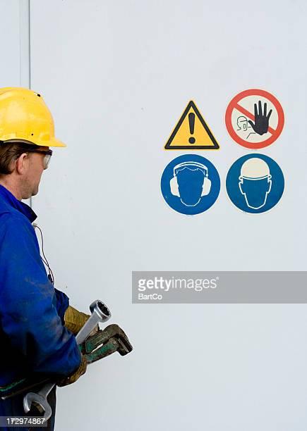 Poseur de canalisations de travail.