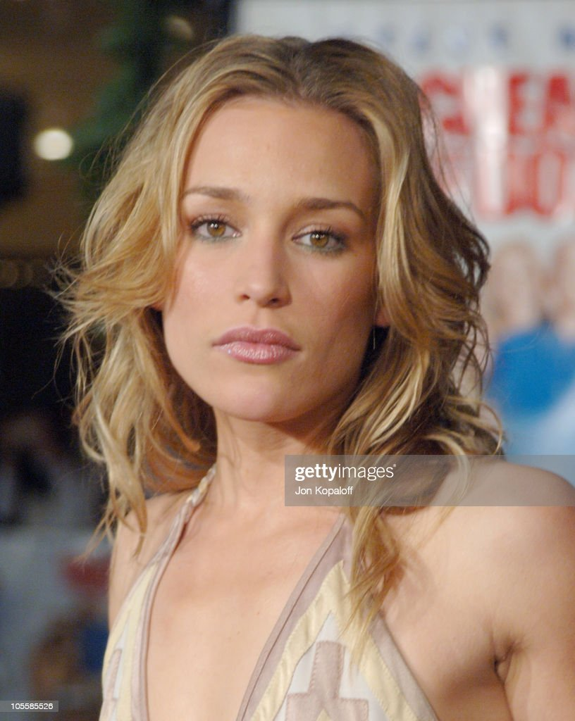 <a gi-track='captionPersonalityLinkClicked' href=/galleries/search?phrase=Piper+Perabo&family=editorial&specificpeople=240107 ng-click='$event.stopPropagation()'>Piper Perabo</a> during 'Cheaper by the Dozen 2' Los Angeles Premiere - Arrivals at Mann Village Theatre in Westwood, California, United States.