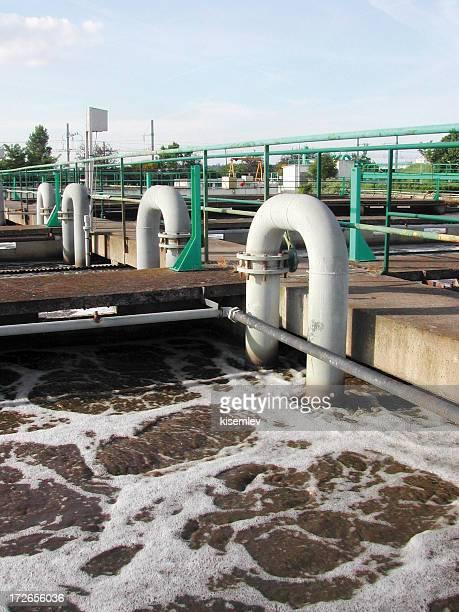 pipes und schmutzig Wasser
