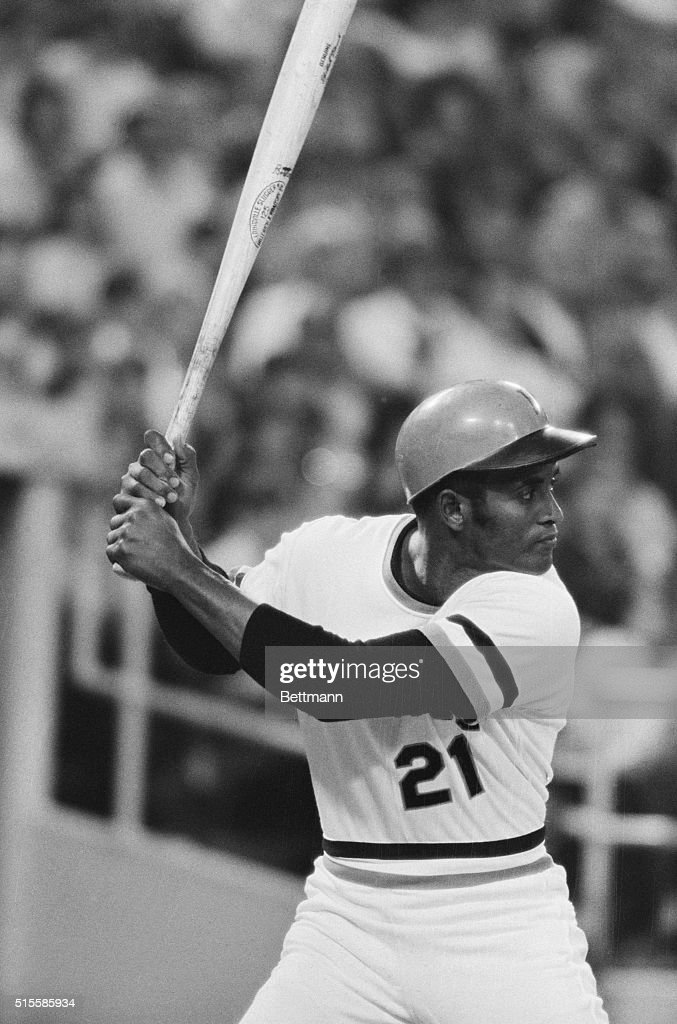 Pirates' <a gi-track='captionPersonalityLinkClicked' href=/galleries/search?phrase=Roberto+Clemente&family=editorial&specificpeople=206918 ng-click='$event.stopPropagation()'>Roberto Clemente</a>, closeup, at bat, in game against Montreal Expos.