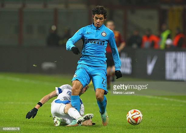 Pires Ribeiro Dodo of FC Internazionale Milano is challenged by Valeriy Luchkevych of FC Dnipro Dnipropetrovsk during the UEFA Europa League Group F...