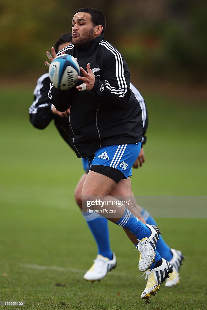 <a gi-track='captionPersonalityLinkClicked' href=/galleries/search?phrase=Piri+Weepu&family=editorial&specificpeople=540383 ng-click='$event.stopPropagation()'>Piri Weepu</a> of the All Blacks runs through drills during a training session at Peffermill University on November 6, 2012 in Edinburgh, Scotland.