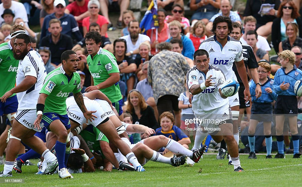 <a gi-track='captionPersonalityLinkClicked' href=/galleries/search?phrase=Piri+Weepu&family=editorial&specificpeople=540383 ng-click='$event.stopPropagation()'>Piri Weepu</a> of the Blues passes during the Super Rugby trial match between the Highlanders and the Blues at the Queenstown Recreation Ground on February 15, 2013 in Queenstown, New Zealand.