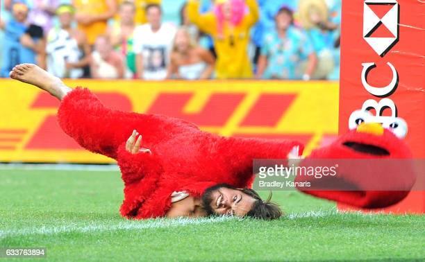 A pitch invader dressed as the Sesame Street character Elmo is tackled by a security guard during the 2017 HSBC Sydney Sevens at Allianz Stadium on...
