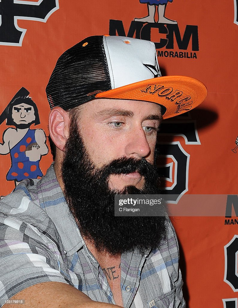Pitcher Brian Wilson of the San Francisco Giants signs autographs at the ManCave on August 31 - pitcher-brian-wilson-of-the-san-francisco-giants-signs-autographs-at-picture-id123179315
