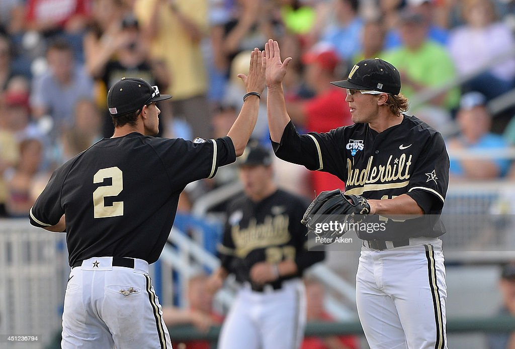 College World Series - Vanderbilt v Virginia - Game Three