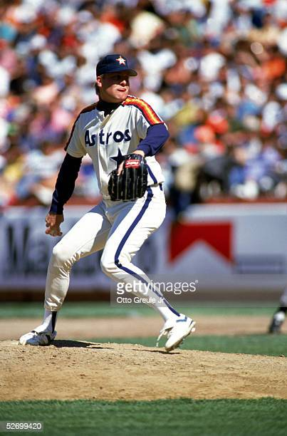 Pitcher Curt Schilling of the Houston Astros pitches during an MLB game in April 1991 against the San Francisco Giants at Candlestick Park in San...