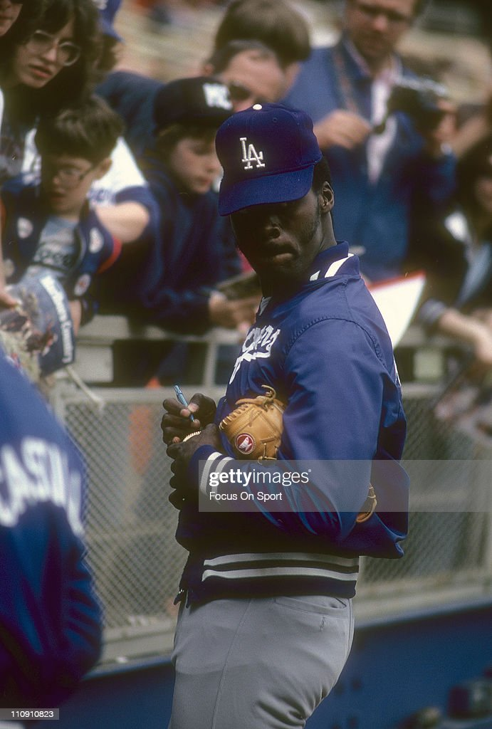 Pitcher Dave Stewart of the Los Angeles Dodgers signs autographs for fans before a Major League Baseball game against the New York Mets circa 1981 at...