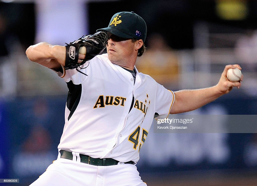 Pitcher David Welch of Australia throws against Mexico during the 2009 World Baseball Classic Pool B match on March 11 2009 at the Estadio Foro Sol...