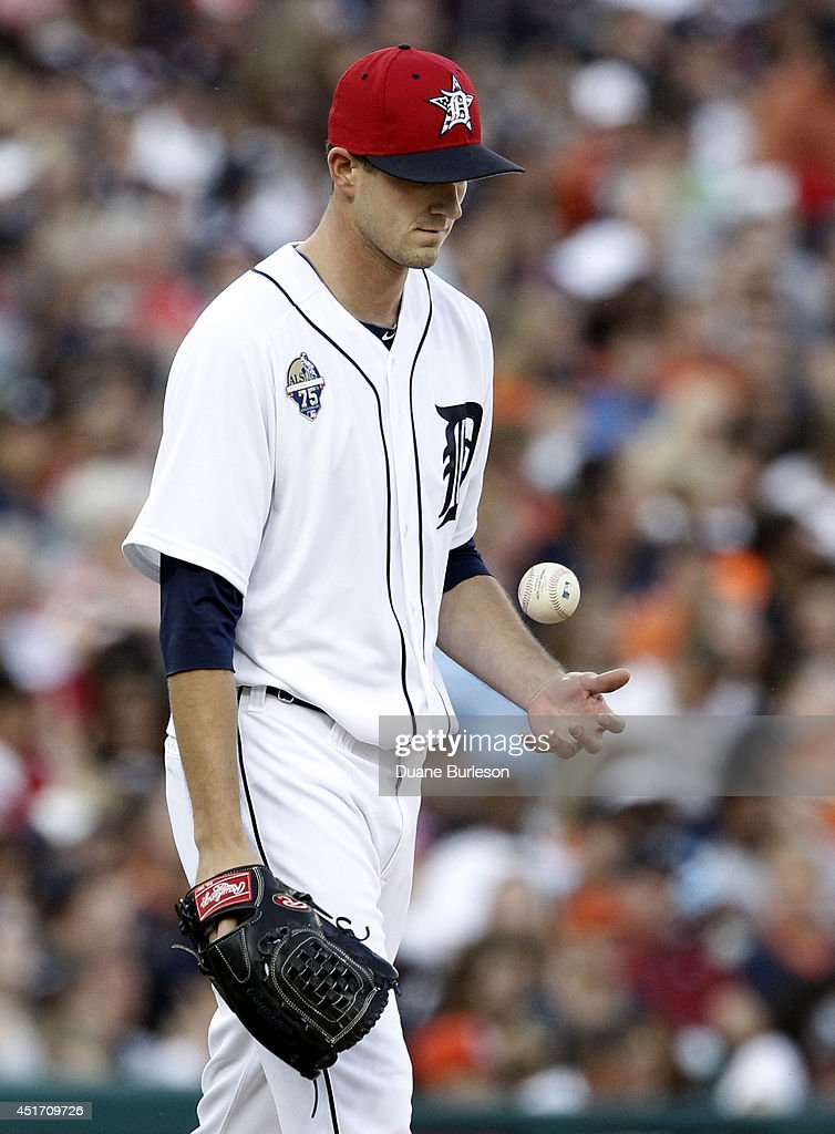 Pitcher <a gi-track='captionPersonalityLinkClicked' href=/galleries/search?phrase=Drew+Smyly&family=editorial&specificpeople=5928397 ng-click='$event.stopPropagation()'>Drew Smyly</a> #33 of the Detroit Tigers flips the baseball after giving up a solo home run to Evan Longoria of the Tampa Bay Rays during the fourth inning at Comerica Park on July 4, 2014 in Detroit, Michigan.