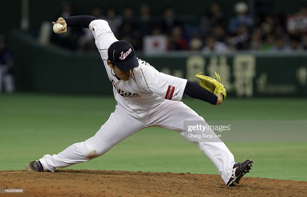 Pitcher <a gi-track='captionPersonalityLinkClicked' href=/galleries/search?phrase=Kazuhisa+Makita&family=editorial&specificpeople=10508674 ng-click='$event.stopPropagation()'>Kazuhisa Makita</a> # 35 of Japan pitches in the ninth inning during the World Baseball Classic Second Round Pool 1 game between Japan and the Netherlands at Tokyo Dome on March 12, 2013 in Tokyo, Japan.