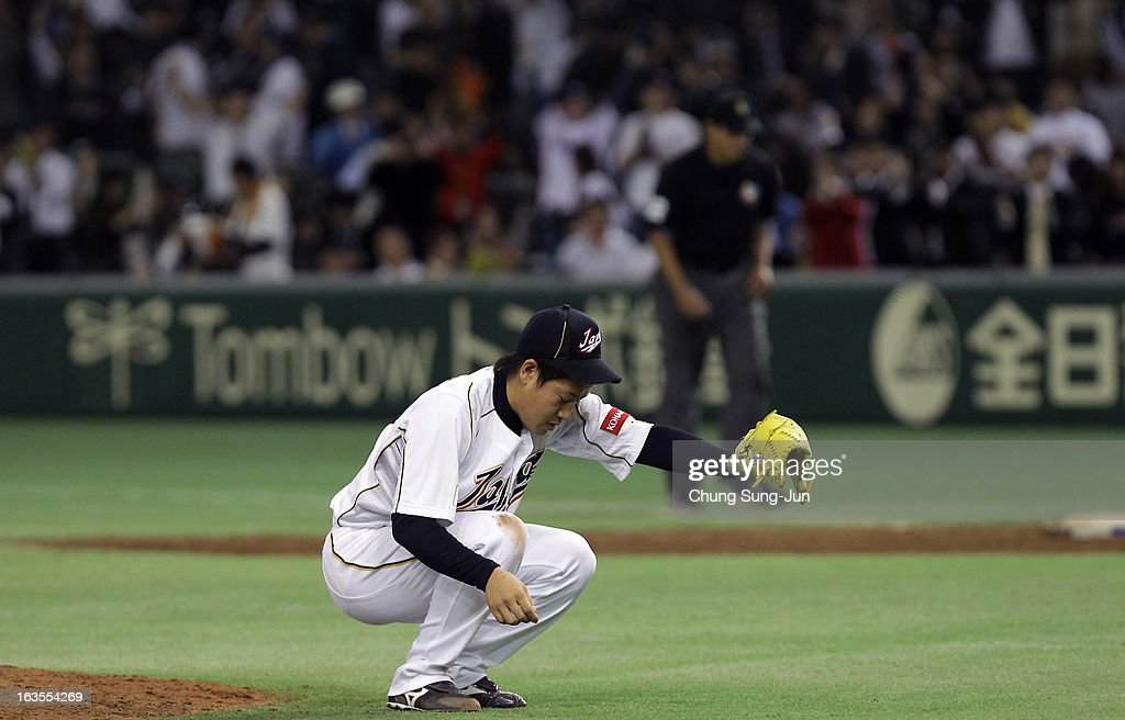 Pitcher <a gi-track='captionPersonalityLinkClicked' href=/galleries/search?phrase=Kazuhisa+Makita&family=editorial&specificpeople=10508674 ng-click='$event.stopPropagation()'>Kazuhisa Makita</a> #35 of Japan reacts after victory over Netherlands in the ninth inning during the World Baseball Classic Second Round Pool 1 game between Japan and the Netherlands at Tokyo Dome on March 12, 2013 in Tokyo, Japan.