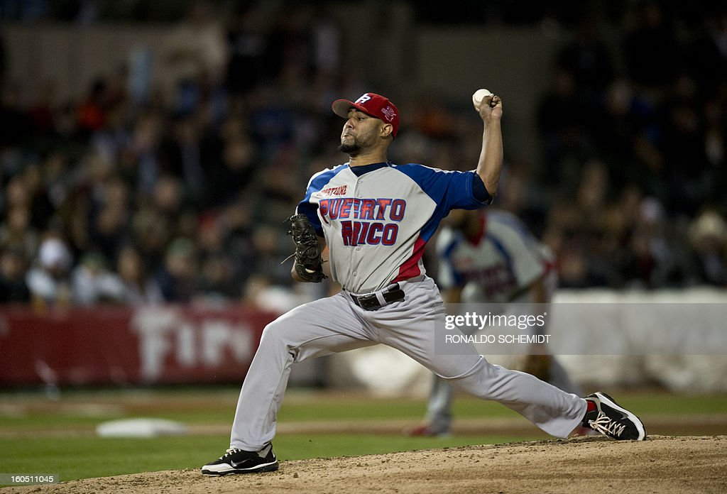 Pitcher Kelvin Villa, of Criollos de Caguas of Puerto Rico pitches against Yaquis de Obregon of Mexico, at the Sonora Stadium, during the 2013 Baseball Caribbean Series, on February 1, 2013, in Hermosillo, Sonora State, northern Mexico. AFP PHOTO/Ronaldo Schemidt