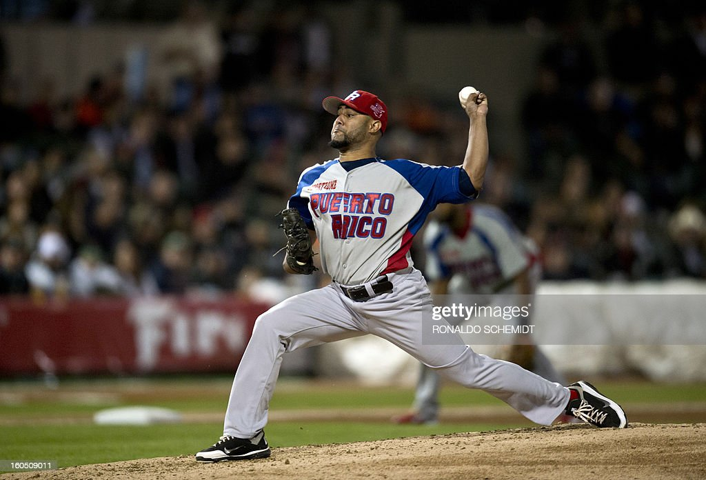 Pitcher Kelvin Villa of the Criollos de Caguas from Puerto Rico pitches against Yaquis de Obregon of Mexico at the Sonora Stadium during the 2013 Baseball Caribbean Series in Hermosillo, Sonora State, northern Mexico on February 1, 2013. AFP PHOTO/Ronaldo Schemidt