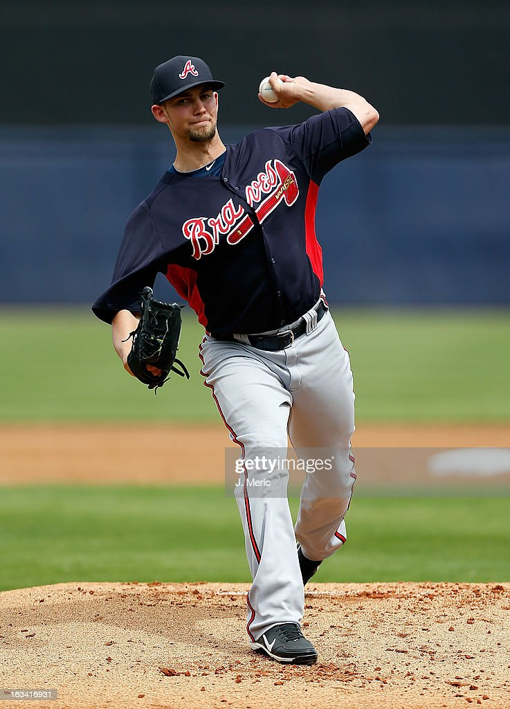 Pitcher <a gi-track='captionPersonalityLinkClicked' href=/galleries/search?phrase=Mike+Minor+-+Joueur+de+baseball&family=editorial&specificpeople=6795776 ng-click='$event.stopPropagation()'>Mike Minor</a> #36 of the Atlanta Braves pitches against the New York Yankees during a Grapefruit League Spring Training Game at George M. Steinbrenner Field on March 9, 2013 in Tampa, Florida.