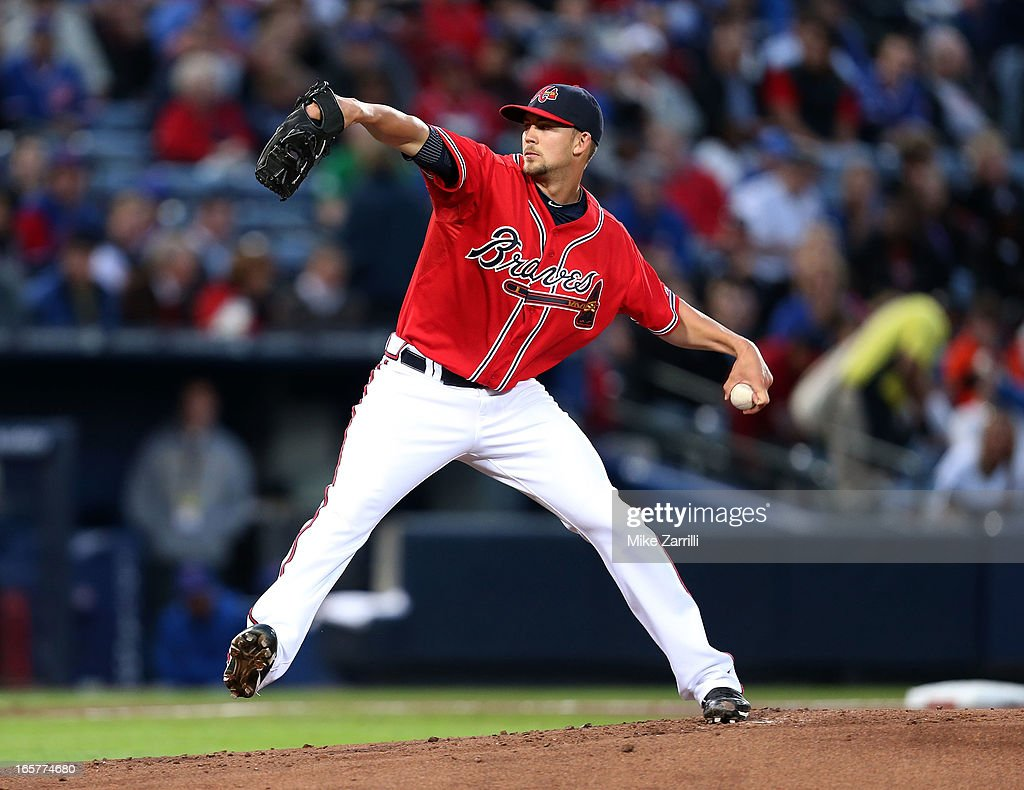 Pitcher <a gi-track='captionPersonalityLinkClicked' href=/galleries/search?phrase=Mike+Minor+-+Baseball+Player&family=editorial&specificpeople=6795776 ng-click='$event.stopPropagation()'>Mike Minor</a> #36 of the Atlanta Braves throws a pitch during the game against the Chicago Cubs at Turner Field on April 5, 2013 in Atlanta, Georgia.