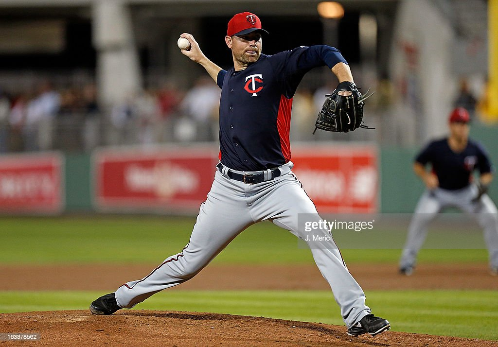 Pitcher <a gi-track='captionPersonalityLinkClicked' href=/galleries/search?phrase=Mike+Pelfrey&family=editorial&specificpeople=836534 ng-click='$event.stopPropagation()'>Mike Pelfrey</a> #37 of the Minnesota Twins pitches against the Boston Red Sox during a Grapefruit League Spring Training Game at JetBlue Park on March 8, 2013 in Fort Myers, Florida.