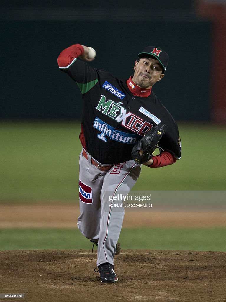 Pitcher Rodrigo Lopez of Yaquis de Obregon of Mexico, pitches against Leones del Escogido of Dominican Republic, during the 2013 Caribbean baseball series, on February 7, 2013, in Hermosillo, Sonora State, in the northern of Mexico. AFP PHOTO/Ronaldo Schemidt