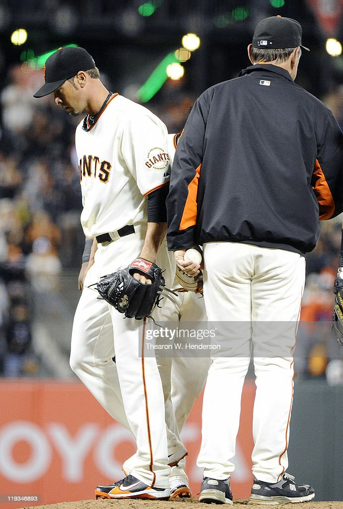 Pitcher <a gi-track='captionPersonalityLinkClicked' href=/galleries/search?phrase=Ryan+Vogelsong&family=editorial&specificpeople=670011 ng-click='$event.stopPropagation()'>Ryan Vogelsong</a> #32 of the San Francisco Giants is taken out of the game by manager <a gi-track='captionPersonalityLinkClicked' href=/galleries/search?phrase=Bruce+Bochy&family=editorial&specificpeople=220291 ng-click='$event.stopPropagation()'>Bruce Bochy</a> #15 with a 5-0 lead against the Los Angeles Dodgers in the seventh inning during an MLB baseball game at AT&T Park July 18, 2011 in San Francisco, California. The Giants won the game 5-0.