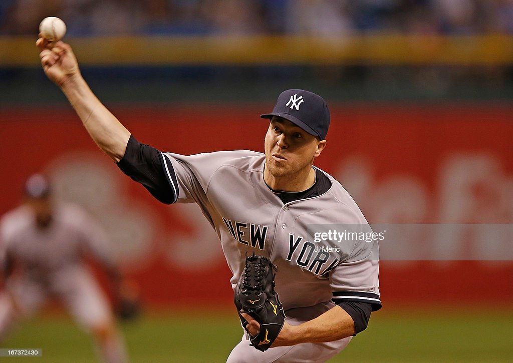 Pitcher Shawn Kelly #27 of the New York Yankees pitches against the Tampa Bay Rays during the game at Tropicana Field on April 24, 2013 in St. Petersburg, Florida.