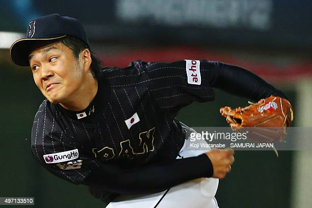 Pitcher Takahiro Norimoto of Japan throws in the bottom of fifth inning during the WBSC Premier 12 match between the United States and Japan at the...