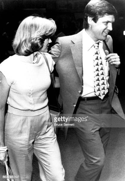 Pitcher Tom Seaver of the Cincinnati Reds and his wife Nancy arrive at the airport as Tom will under go tests for his right arm on July 2 1980 in...