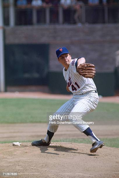 Pitcher Tom Seaver pitches in a regulard season game against the San Francisco Giants in Shea Stadium on June 15 1968 in Flushing New York The Giants...