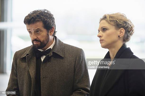 MOTIVE 'Pitfall' Detectives Flynn and Vega are pulled away from Vega's fathers wedding to investigate a skydiving jump gone wrong While working the...
